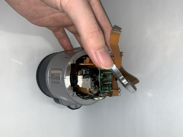 The outer casing of the lens consists of two outer casings that are secured by an end cap that connects them. In this part we take this end cap