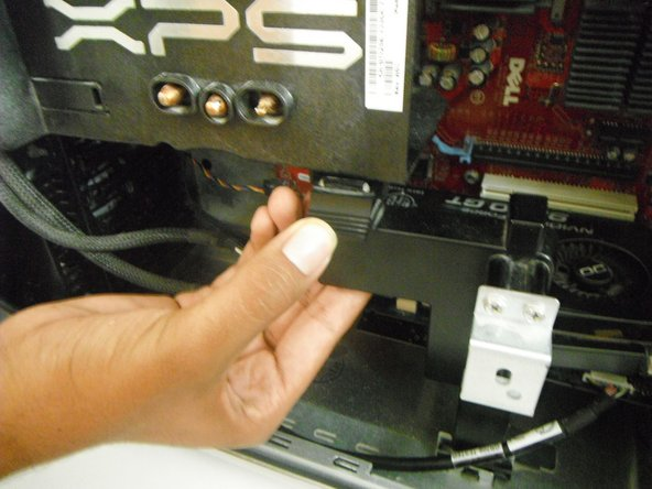 Remove the support underneath the processor by pressing down on the latch at the top of the support and pulling the support towards you.