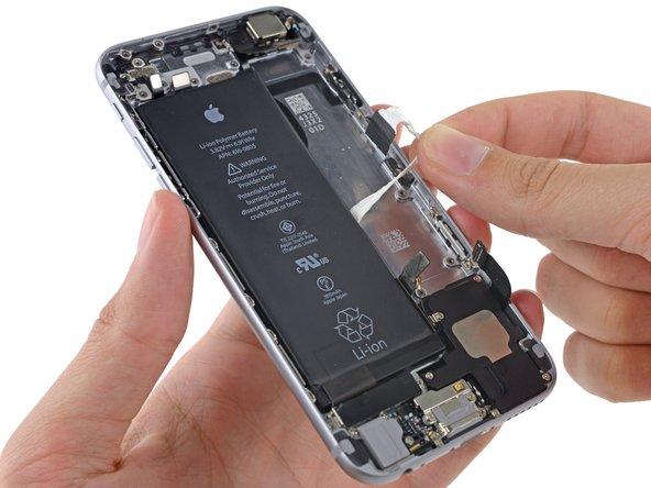 粘着タブをバッテリーコネクターに引っかけないようにご注意ください。裂けたり傷がつく原因となります。