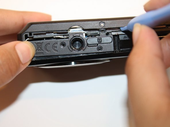 Image 2/2: Now carefully pry open the back casing with the ifixit plastic opening tool.