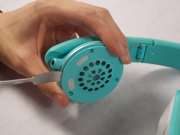Image 1/1: Be careful as too much force may cause damage to your headphones.