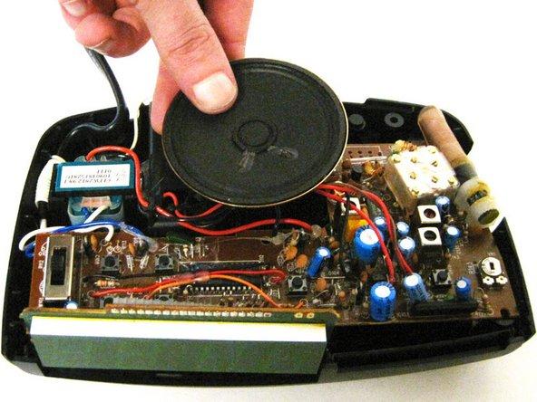 Image 1/1: Lift the speaker from the holder.