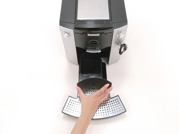 Reinige die Kaffeemaschine vor Beginn so gut es geht und entferne Bohnenrückstände etc.