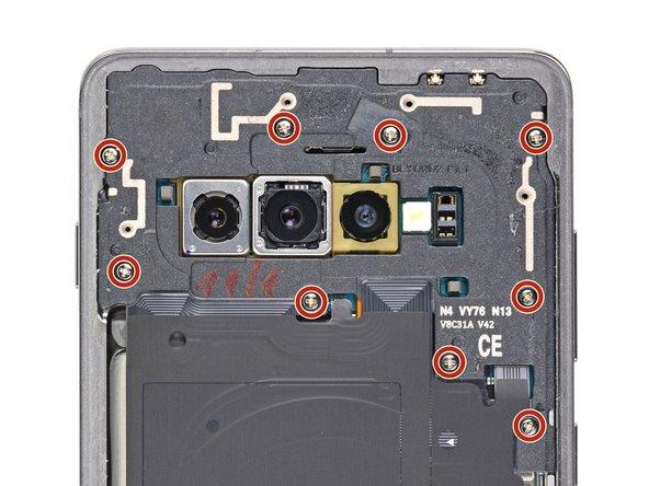 Verwijder de negen 4 mm Phillips schroeven die het bovenste midframe aan de telefoon bevestigen.
