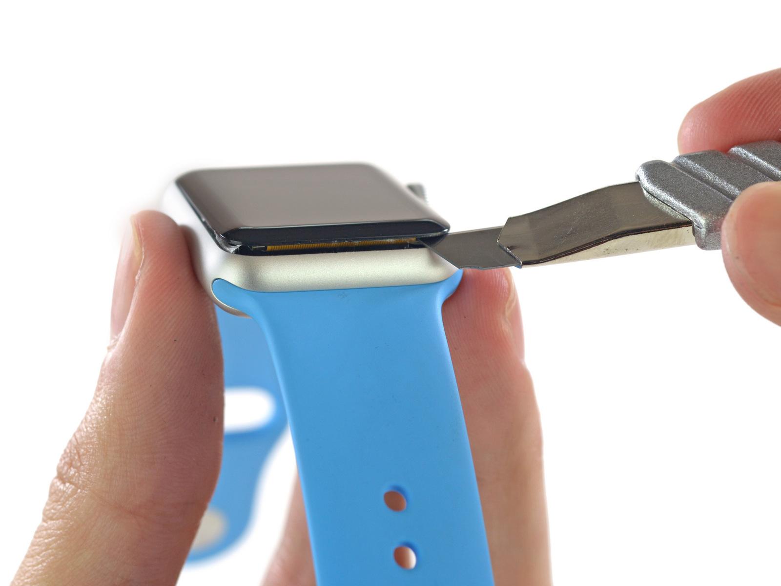 Как только поврежденное экран отсоединен, обесточивается весь гаджет, отсоединив батарею.