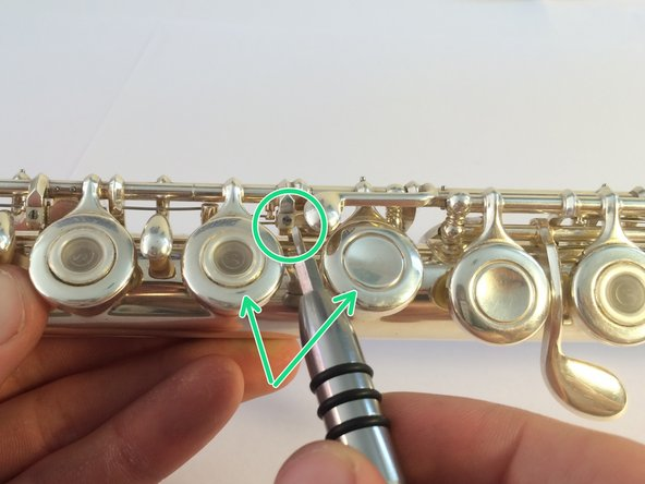 The tighter the screw, the more finger keys that will resist being closed.
