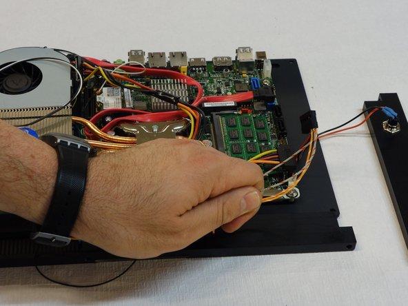 Eloigner le connecteur et son câble.
