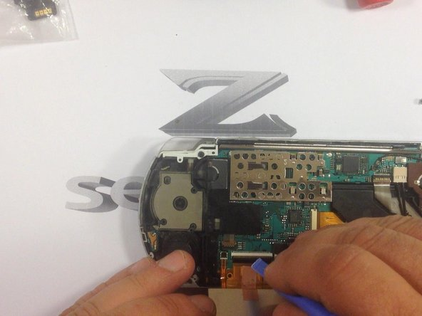 "Be careful while removing the screen! Release the cables for screen and ""volume-start-home keys""!"