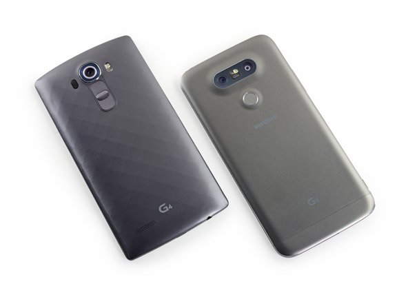 A quick comparison with last year's LG G4 shows off the G5's smoother, rounder, and more metallic exterior.