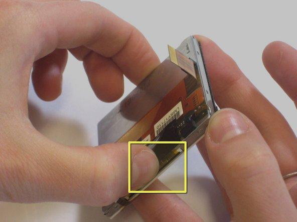 Retournez l'écran sur un autre à 180 degrés et placez une pression sur le ruban du bas (où se trouve mon pouce gauche).