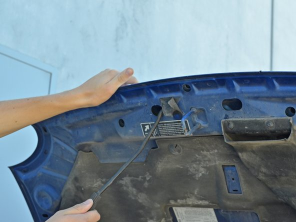 Image 1/3: Rotate the oil filler cap one full rotation counter-clockwise and remove it.