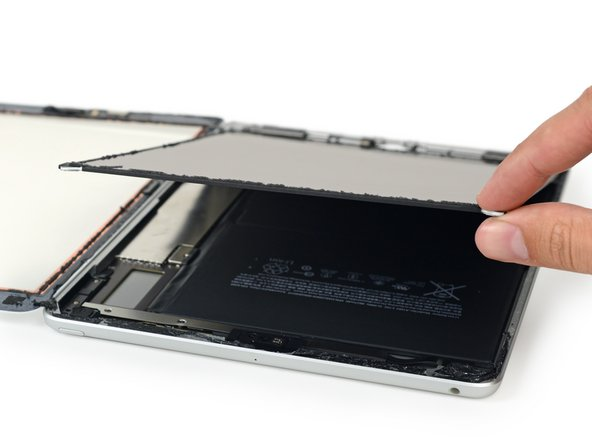 Based on early reports, we're expecting this device to be more Air 1 than 2—and this right here is why. The LCD and digitizer are unfused, and can be replaced separately. This is great news for repair.