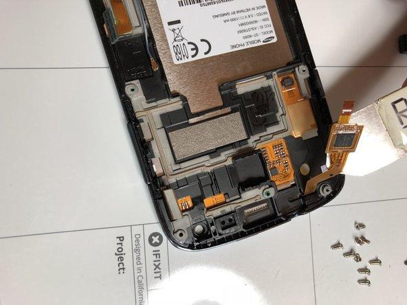 Scollegare connettore TouchScreen