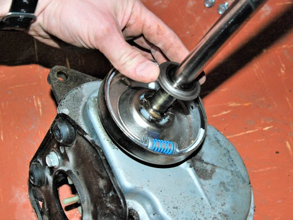 Remove the metal washer from the transmission shaft.