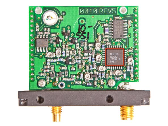 Image 1/2: [http://xemics.com/docs/xe1200/xe1201evk_userguide.pdf|XEMICS XE1201] Ultra low power single chip transceiver