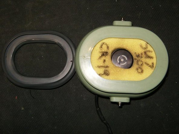 Image 1/3: Next remove the filter (foam) to visualize the speaker.