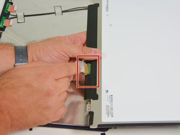 Image 3/3: Orten Sie nun den Verbindungsstecker.