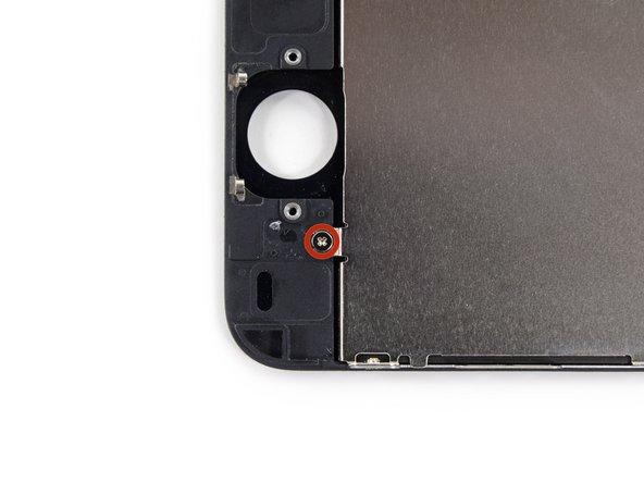 Rimuovi le viti Phillips #000 da 1,6 mm dalla piastra di schermatura dell'LCD:
