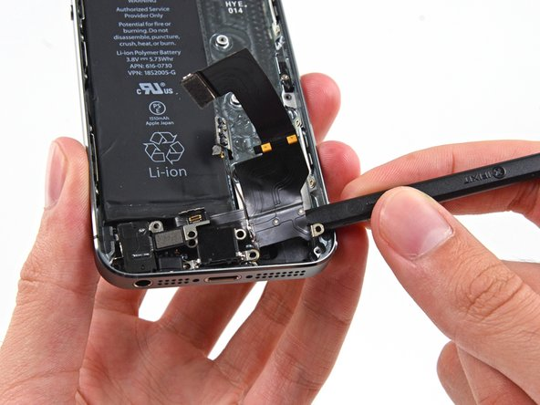 Lightningコネクター、ヘッドフォンジャックとホームボタンケーブルソケットを含む全てのアセンブリのネジ部分が緩んだ状態であるか確認してください。