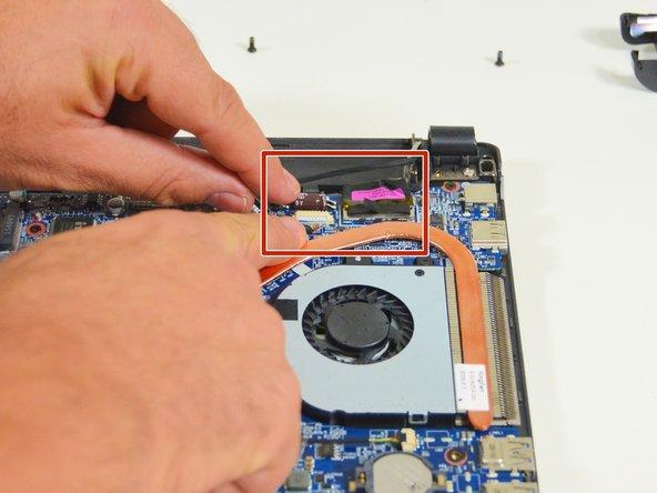 Image 2/3: Trennen Sie  dann das Verbindungdkabel vom  ersten der beiden Stecker.