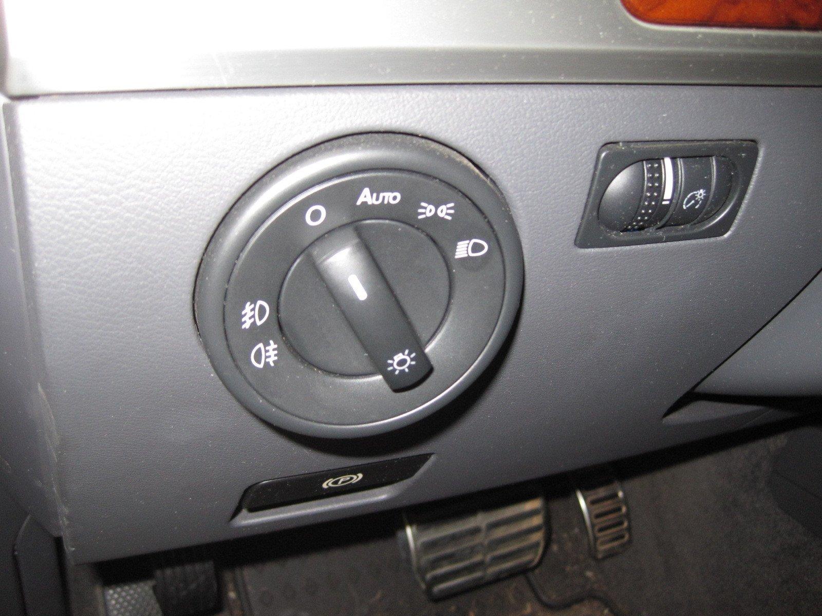 2004-2010 Volkswagen Touareg European Headlight Switch