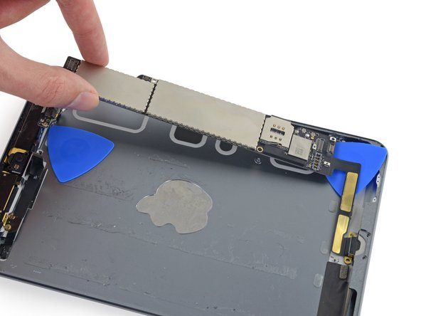 Image 2/3: If there is any resistance from the Lighting port cable stop pulling to avoid ripping the cable. Slide the opening pick under the length of the cable again to fully free it from the rear case.