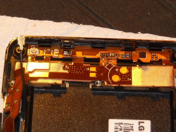 Now it is a little tricky to tell apart the flex cable that comes from the LCD and needs to be removed and the necessary flex cables that need to be left in place.