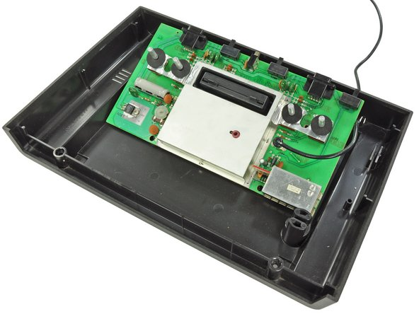 Image 1/1: [http://en.wikipedia.org/wiki/Jay_Miner|Jay Miner] was able to integrate the display and sound chip into a single IC, thereby reducing the footprint of the motherboard, but the case size still seems rather hyperbolic.