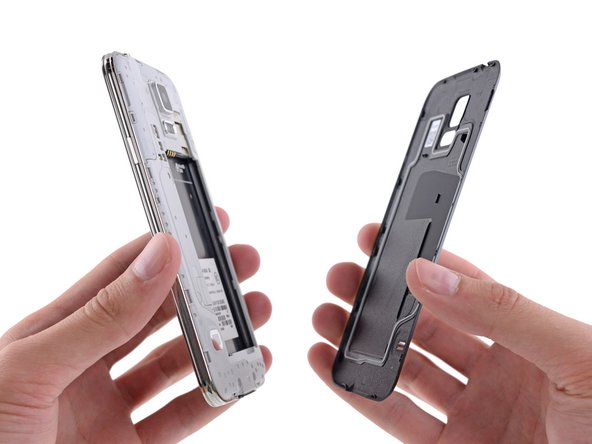Peeling the back off this phone is easier than peeling a banana; the only tool required is an opposable thumb.