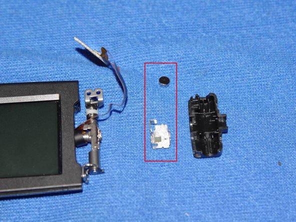 Lors du remontage positionnez d'abord l'agrafe  métallique et le petit aimant dans le carter noir, avant de le remettre sur l'axe métallique.