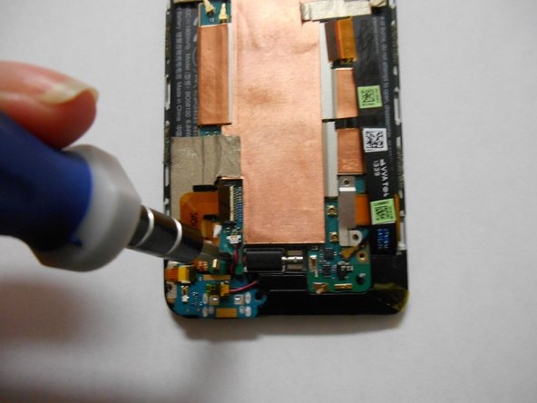 Image 2/3: Remove the screw using a Philips screwdriver.