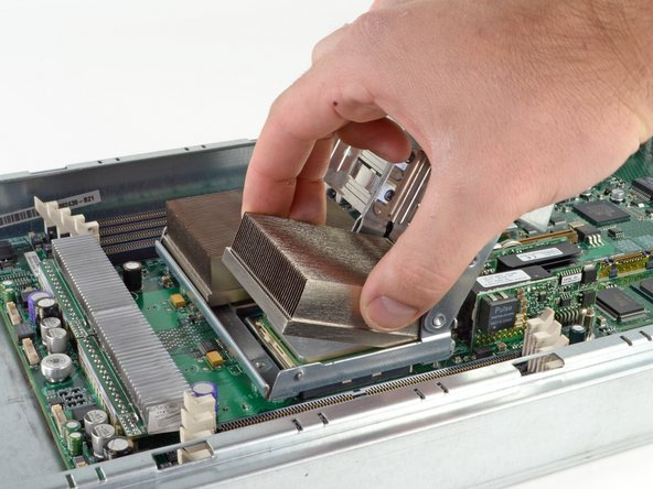 Chaque processeur est un AMD Opteron 275 Dual Core qui est cadencé à 2.2 GHz.