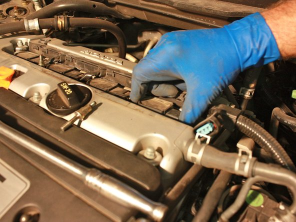 Lift the boot screws out of the spark plug bores.