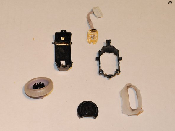 Image 1/3: The mouse wheel assembly comes apart easily.