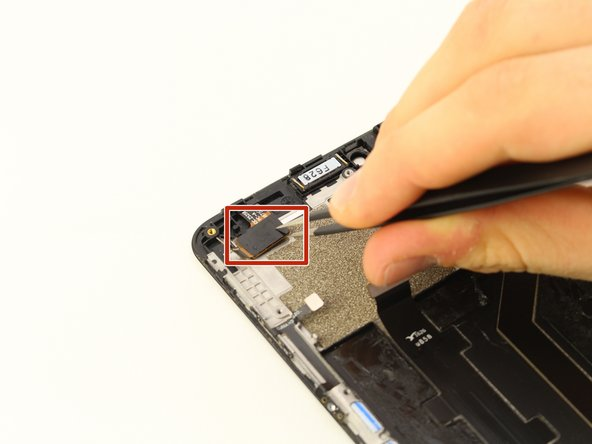 Disconnect the digital flex cable connector, located at the top left of the phone, using a pair of tweezers.