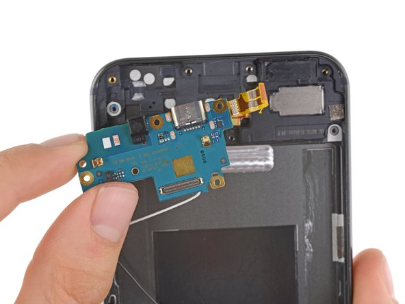 The daughterboard pops out of the rear case with relative ease, giving us access to the USB Type-C port and the microphone.