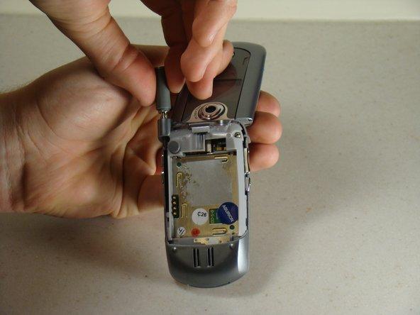 Disassembling Motorola E815 Antenna