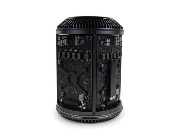 With the cylindrical cover removed, we get our first peek inside the Mac Pro.