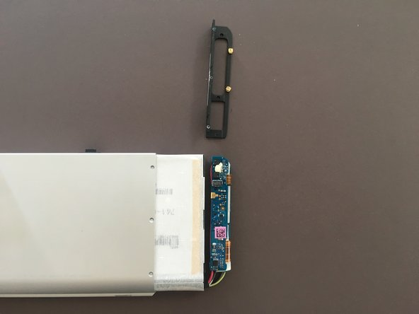 The plastic bracket may drop out of the battery pack when removing the pack from the casing