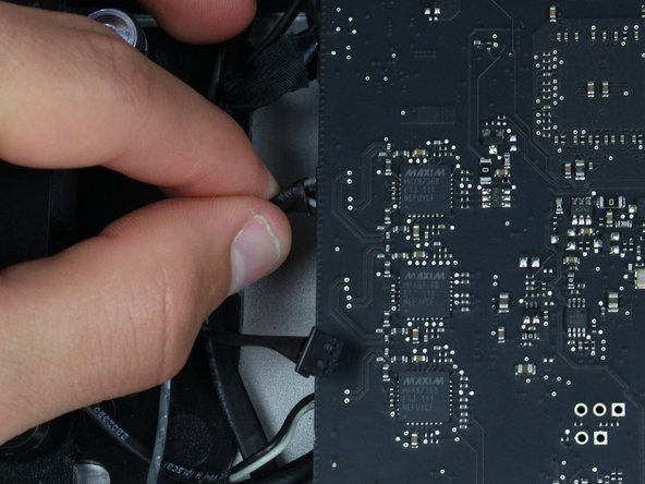 Image 1/2: Carefully pull on the connector to release it from its socket in the logic board.