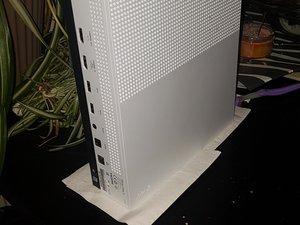 Help I split 7up on my Xbox one s side fan