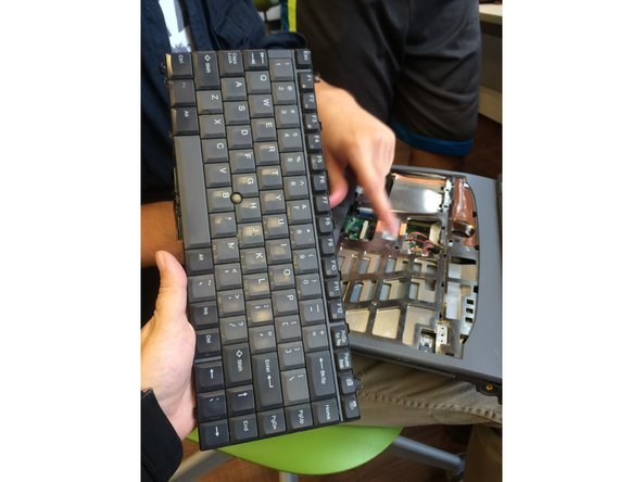 Image 1/1: Remove the keyboard.