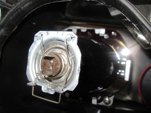 Image 2/3: '''Image 2:''' Socket (red & orange wires) removed.