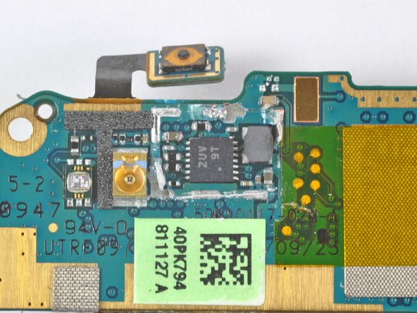 Image 3/3: Using the Nexus One post-teardown just became very iffy. Previous to this step, we felt good about its functionality, but no longer...
