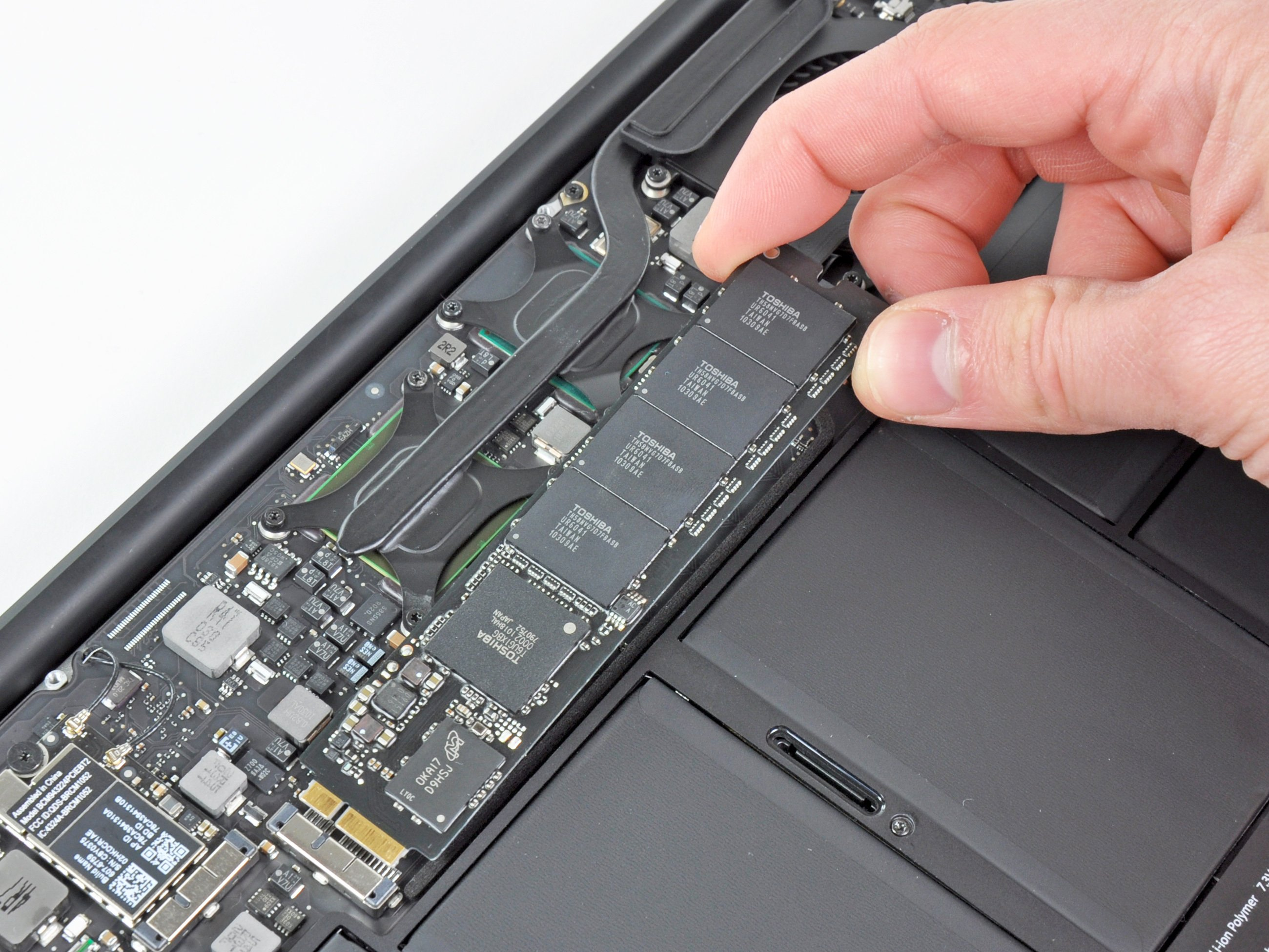 "MacBook Air 11"" Late 2010 Solid-State Drive Replacement - iFixit Repair  Guide"
