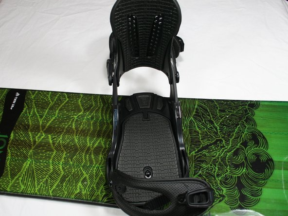 Image 2/2: The highback plate is the vertical support plate located on the heel side of the binding.