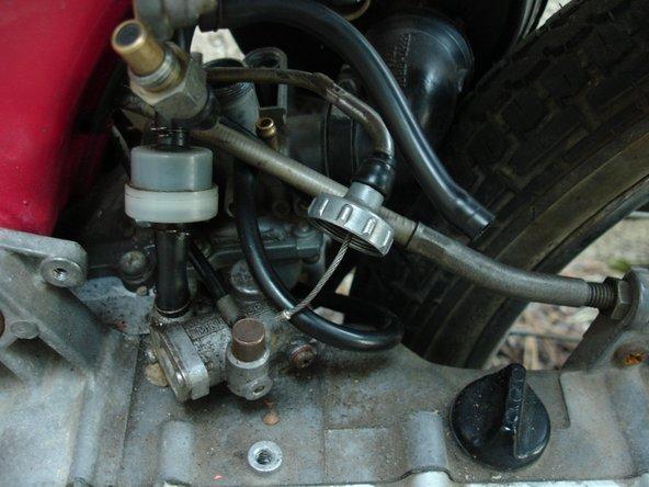 Image 1/1: The round, gray top screws into the carburetor.