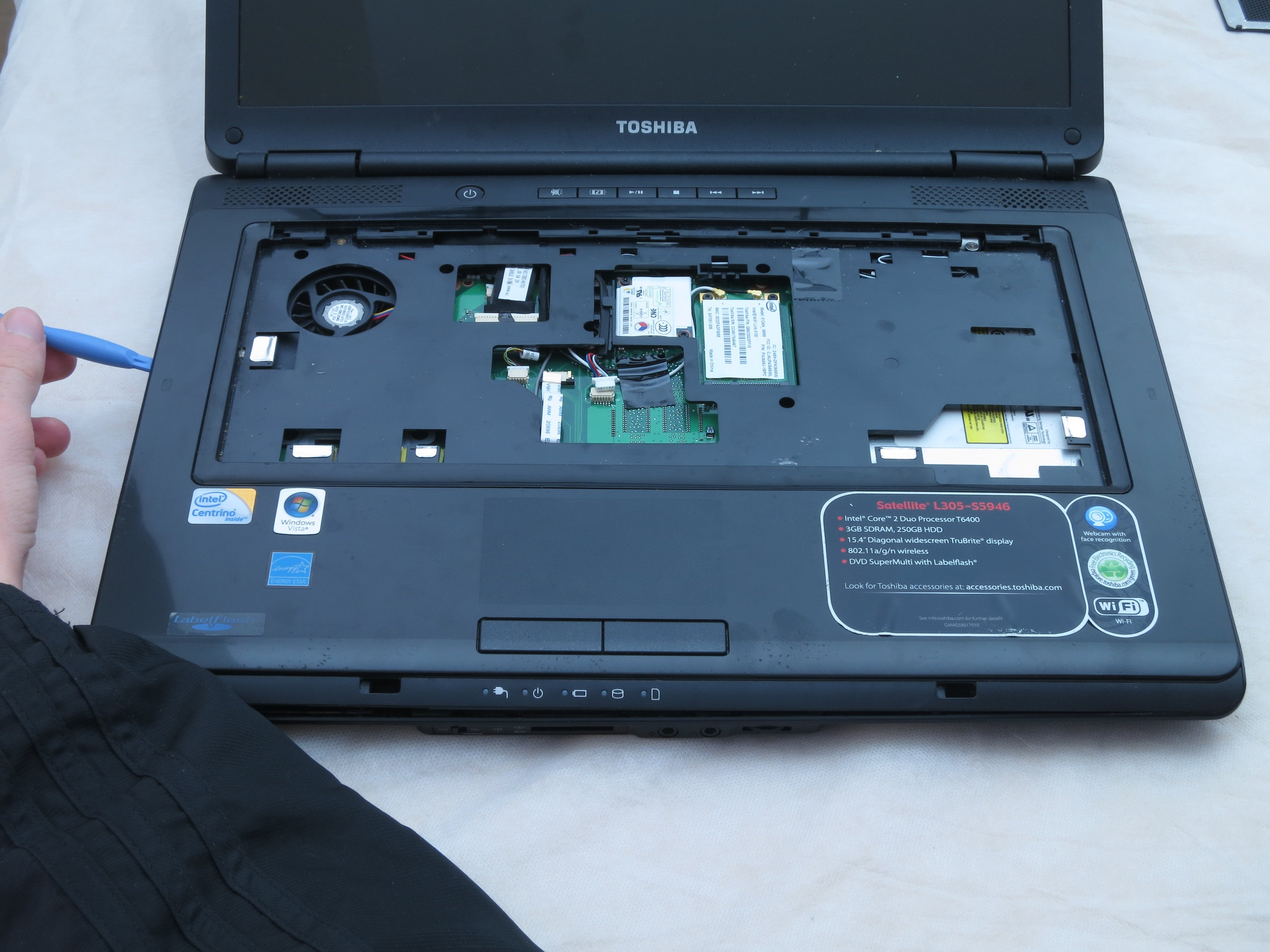 Toshiba Satellite L305-S5946 Base Housing Replacement - iFixit