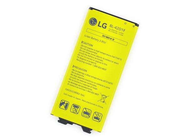 Der 3,5 V Li-Ion Akku mit 10,8 Wh des G5 hat 2800mAh und übertrifft damit knapp die 2750 mAh im iPhone 6s Plus...