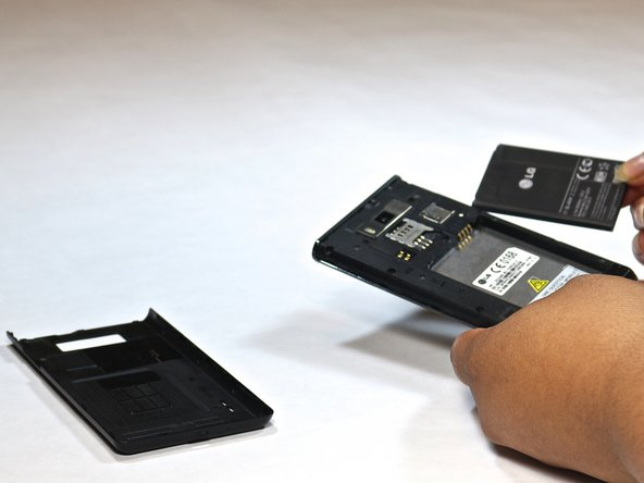 Image 2/2: Remove the battery and simcard.